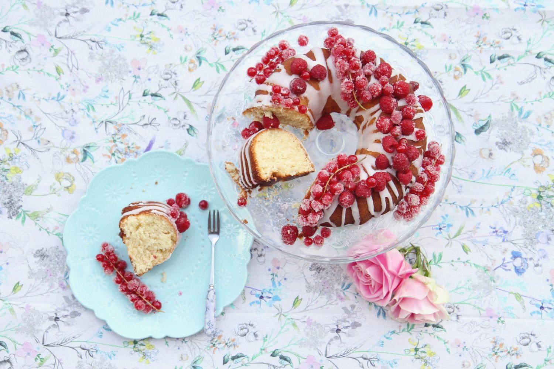 Mit Beeren bedeckter Kuchen